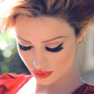 Kim-Kardashian-Midweek-Makeup-Cat-Eye-Red-Lip-Combo-015-492x492_large